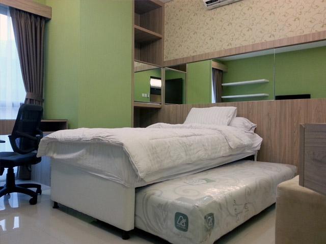 Bedroom 01 Apartemen Mr. Ferry Taman Sari