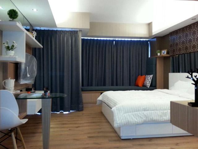 H Residence master bedroom