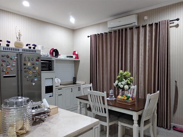 Ruang makan Jatiwarna Residence